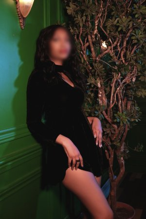 Diyana outcall escort & sex party