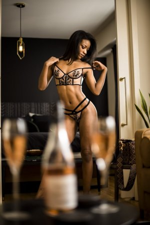 Bessie escort girl in Rome